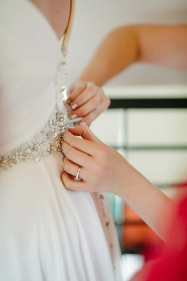 Buttoning brides dress