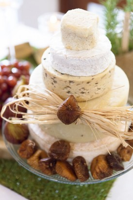 Cheese wedding cake wih dried figs