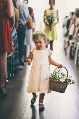Flowergirl with daisies