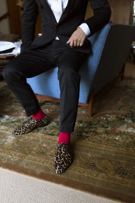 Groom in leopard print shoes
