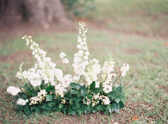 White and green wedding floral arrnagement