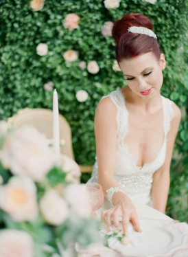 Bride in sweetheart neckline anna campbell dress