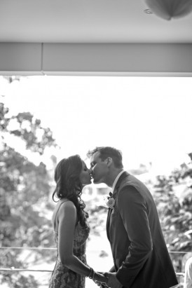 Broadbeach wedding kiss
