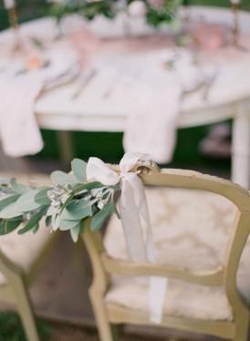 Chair garlrand with white ribbon