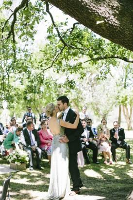 First kiss under oak tree