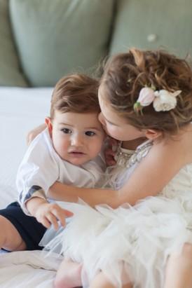 Siblings on wedding dy