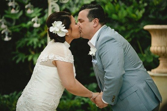 First kiss at Melbourne wedding