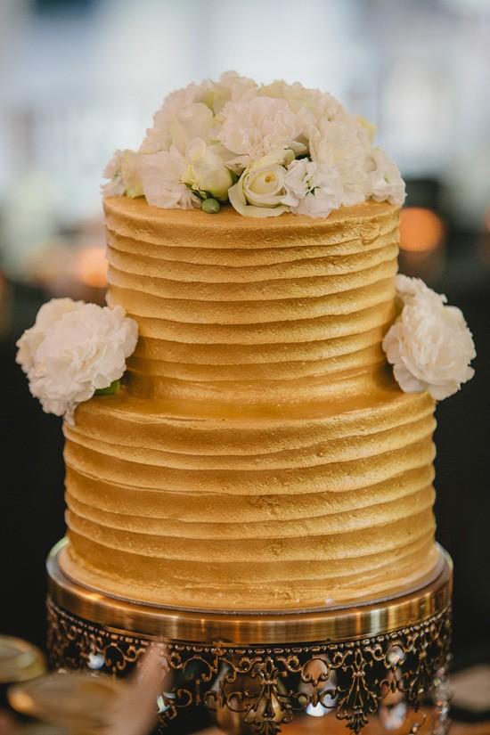 Gold wedding vake