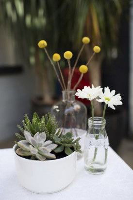 Succulent wedding decor with daisies