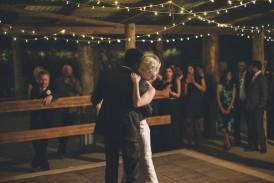 first-dance-australian-barn-wedding-550x367