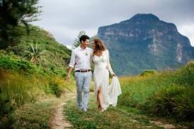 Lord-Howe-Island-Newlyweds-Walking-550x366
