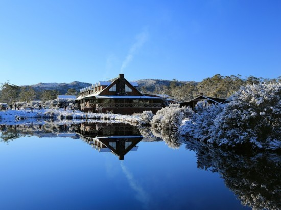 Peppers-Cradle-Mountain-Lodge-Lodge-in-winter-550x411