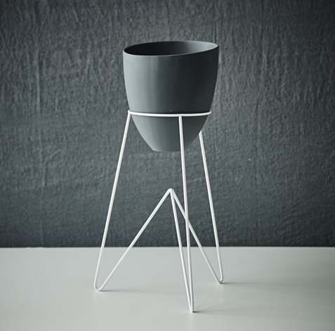 Keepresin Rounded WLC_Almost Black Resin Pot and Small Stand_$275