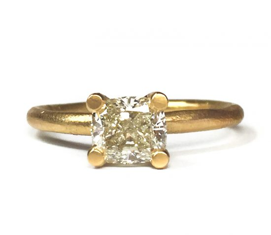 18carat-yellow-gold-cushion-cut-diamond-solitaire-engagement-ring-(solo)