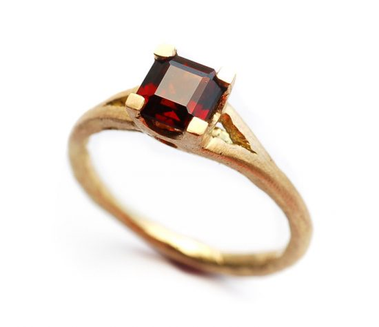 18+carat+Yellow+Gold+Garnet+Princess+Cut+Prong+Ring