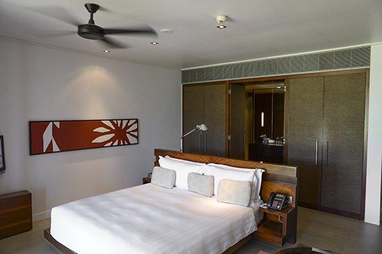 Intercontinental fiji lagoon room king bed