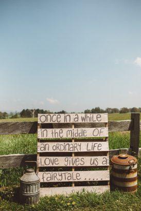 Relaxed Bonnie Brae Barn Wedding053