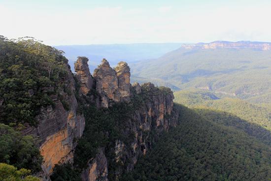Adventurous honeymoon ThreeSisters-credit-Blue-Mountains-Wild-Adventures