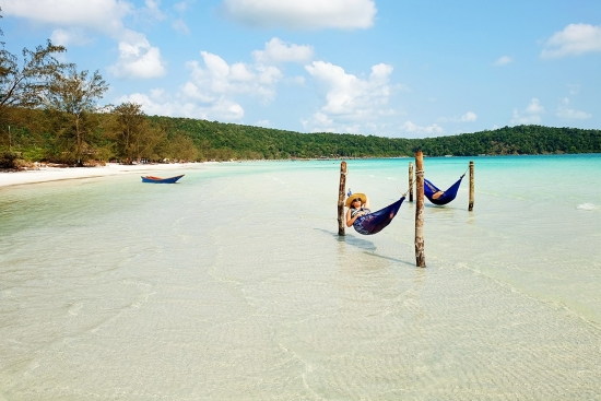koh-rong-samloem-island-hammocks-in-the-ocean