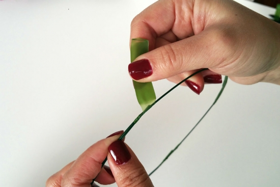 making-wire-halo-for-flower-crown-1