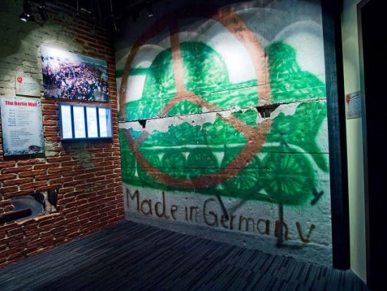 berlin-wall-ripleys-untapped-cities-afinelyne-640x480