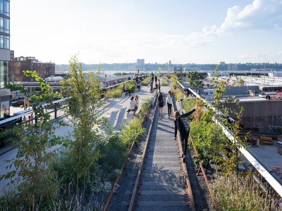 high-line-at-the-rail-yards