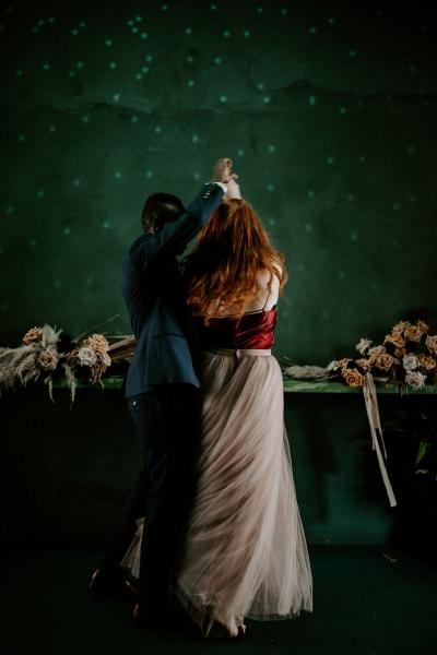 124792 moody avante garde winter wedding inspiration by samantha simone photography