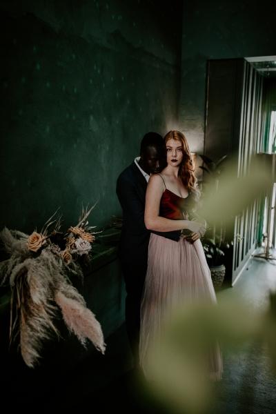 124796 moody avante garde winter wedding inspiration by samantha simone photography