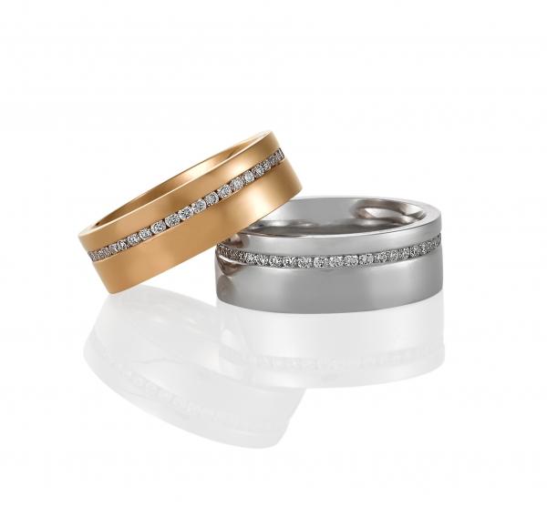 Diamond wedding bands. Image via Mondial