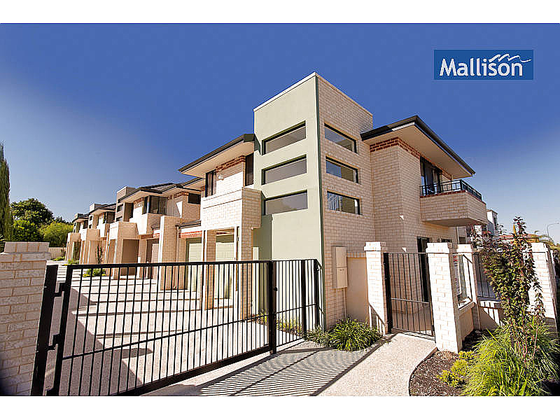 WALKING DISTANCE TO BEACH AND SHOPS!
