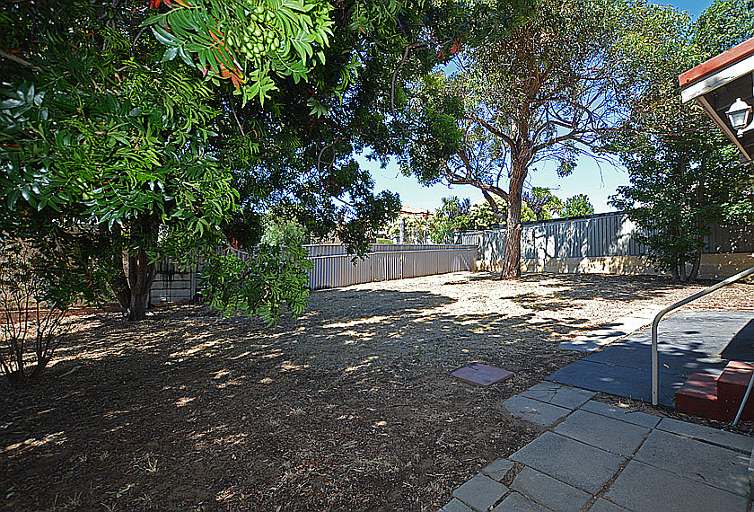 RARE LARGE COASTAL CUL-DE-SAC BLOCK CLOSE TO BEACH WITH 2 X 1 HOME