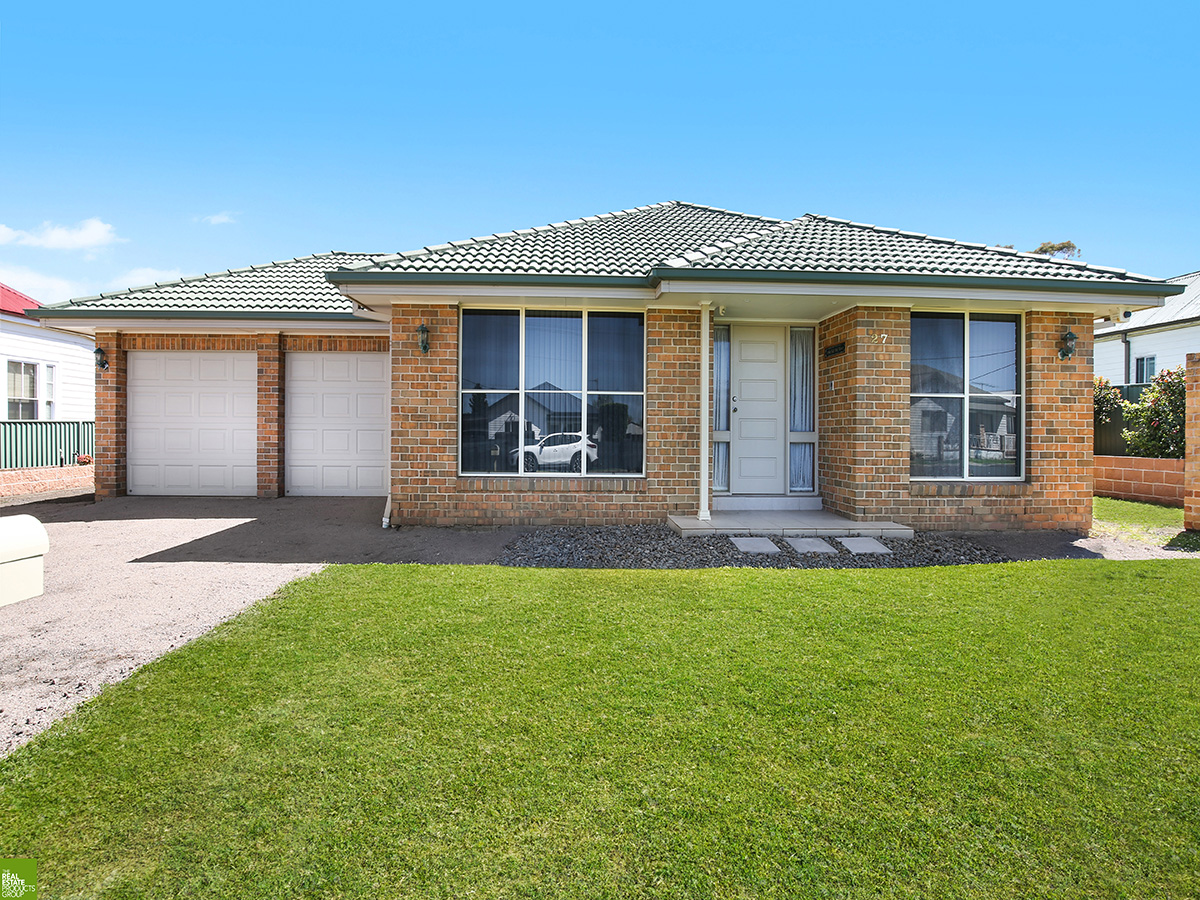 Spacious Single Level Family Home with Workshop