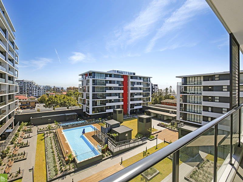 North Facing Balcony with Ocean Views - 1 Bed + Study