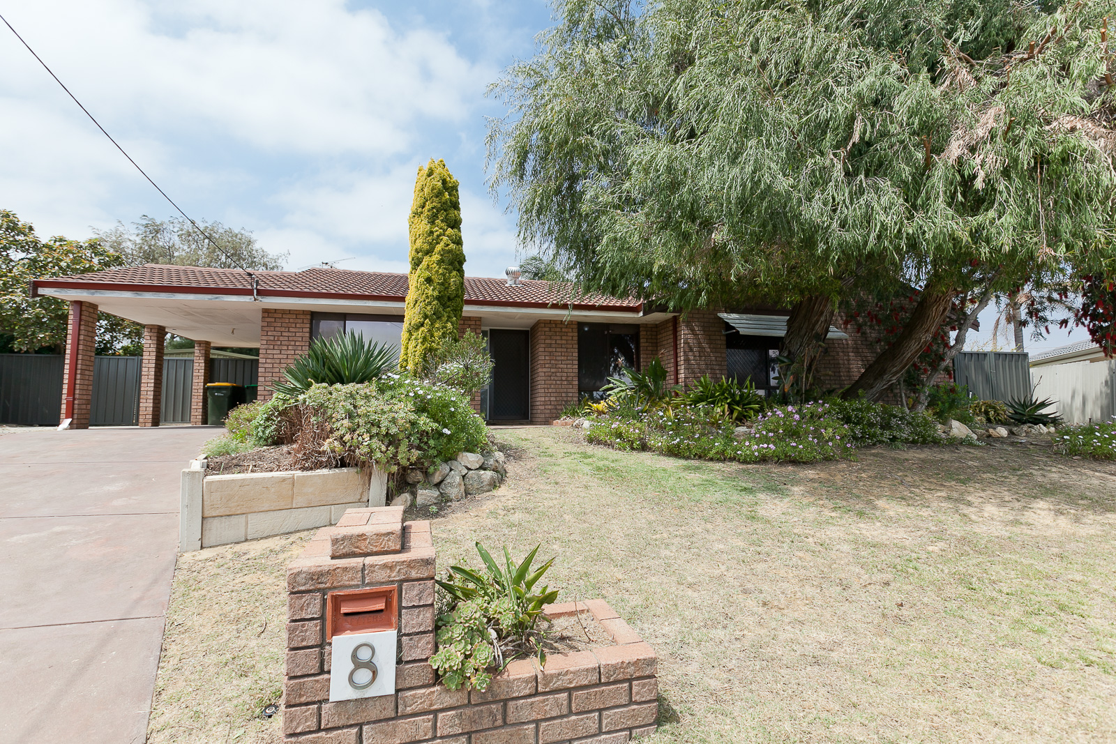 4x2 Plus Study RENOVATED FAMILY HOME - Monthly Lawn Mowing Included in Rent