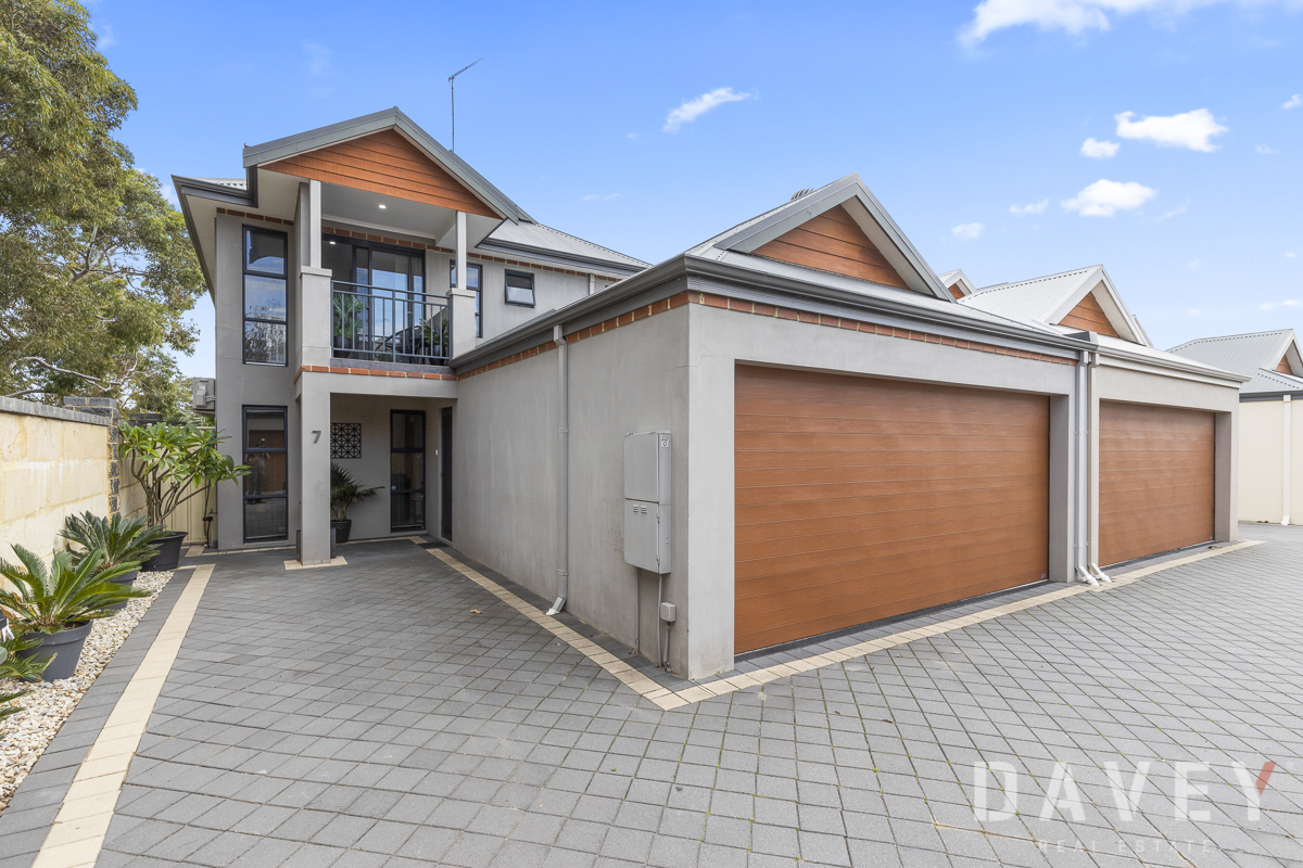 Quality, Beautifully Presented Detached Town House