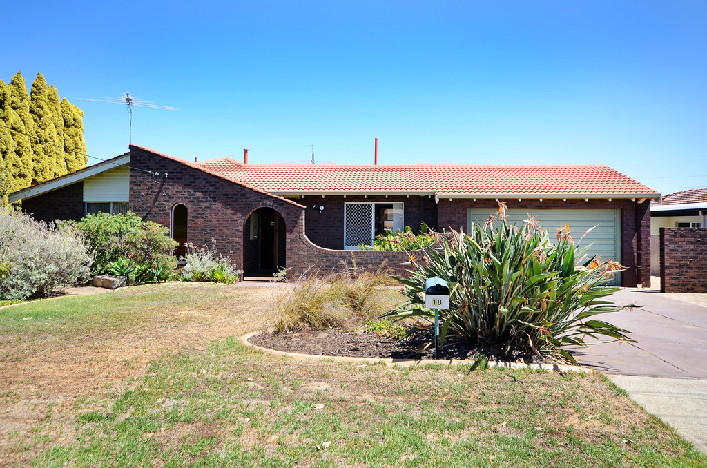 LARGE FAMILY HOME IN KARRINYUP PRIMARY & CARINE HIGH SCHOOL CATCHMENT!