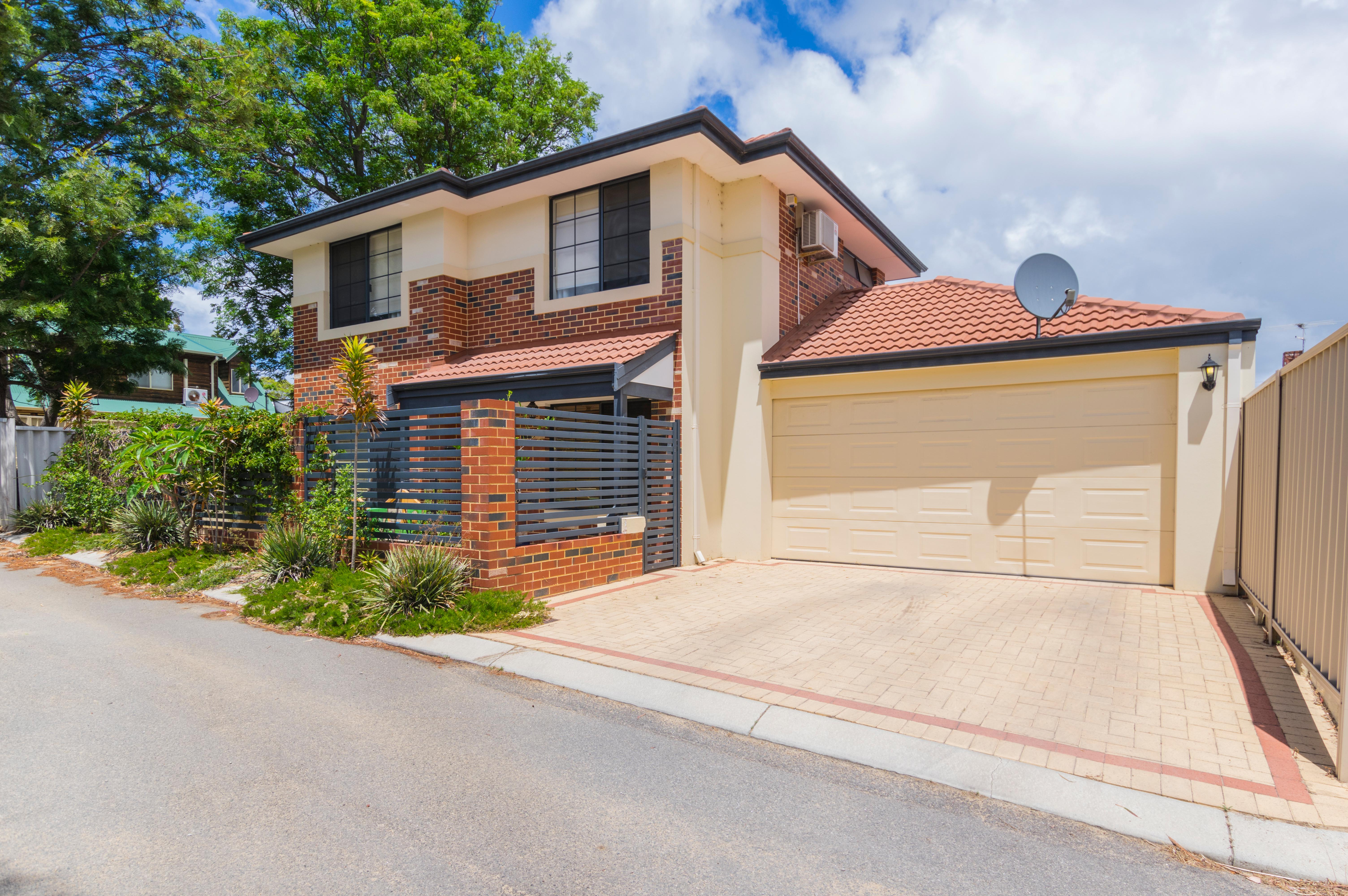 Beautiful Modern 4 Bedroom Home in Great Location!