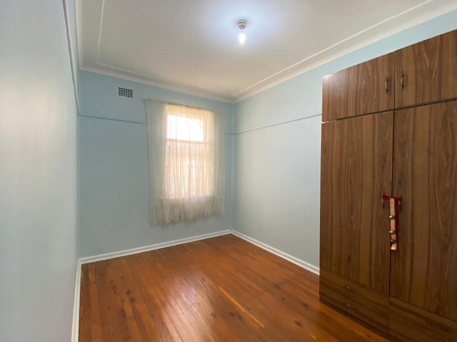 37 GLADYS CRESCENT, Seven Hills NSW