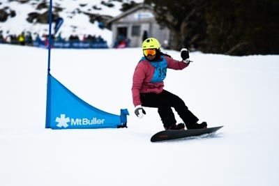 Division 1 Girls Snowboard GS – Race Shots