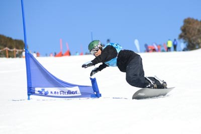 Division 3 Boys Snowboard GS Action