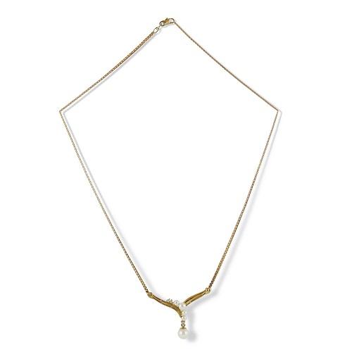 Elegant Pearl and Diamond Necklet