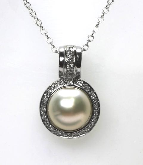 18ct W/G Pearl and Diamond enhancer