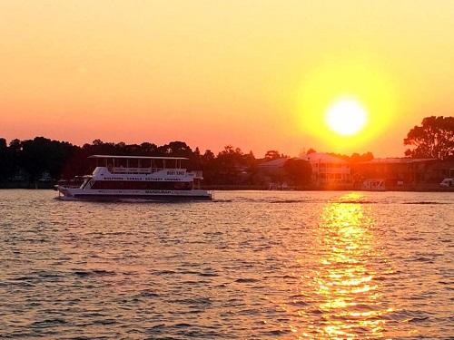 1.5 hour Sundowner Cruise w/ dinner