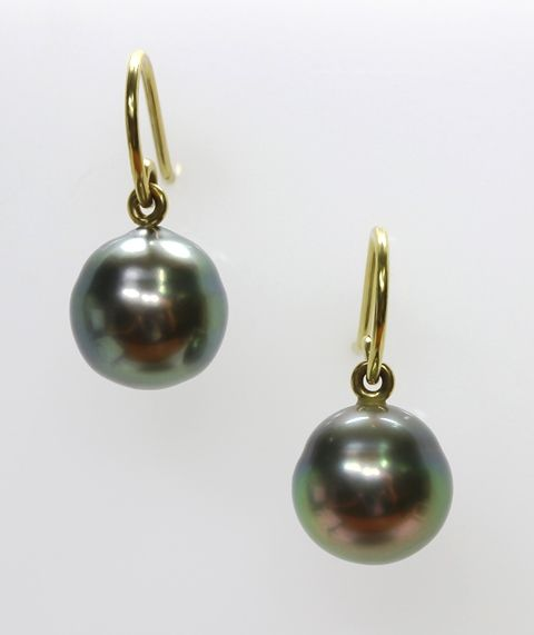 18ct Y/G Tahitian pearl earrings