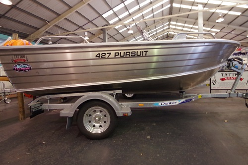 Tattoo Pursuit 427 dinghy  + Trailer