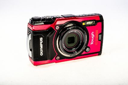 OYMPUS TG-5 DIGITAL COMPACT RED