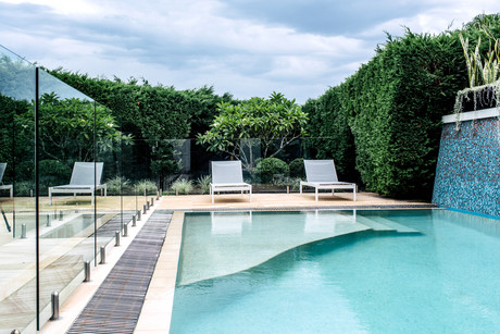 2017 pool trends what 39 s hot for Pool design trends 2017
