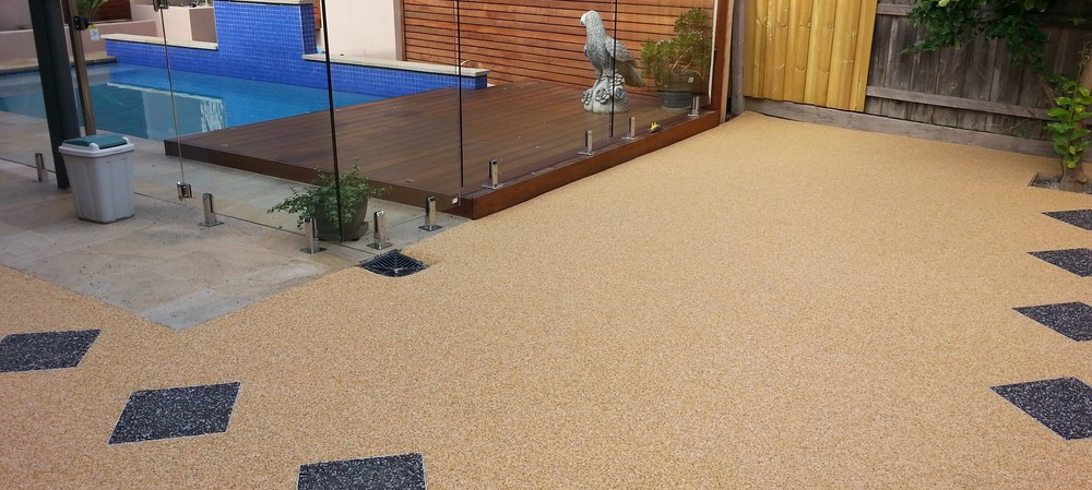 Non-slip and puddle-free: resin-bound permeable paving for pool surrounds