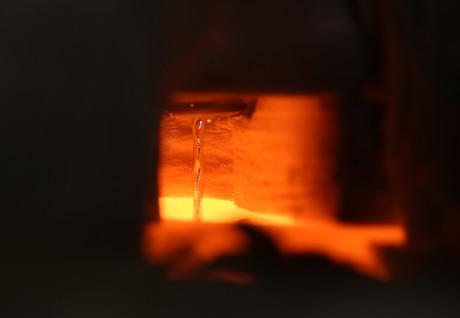 Liquid metal flow