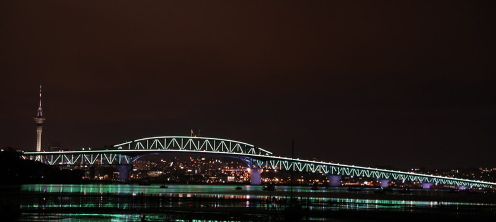 Auckland Harbour Bridge lights up with solar